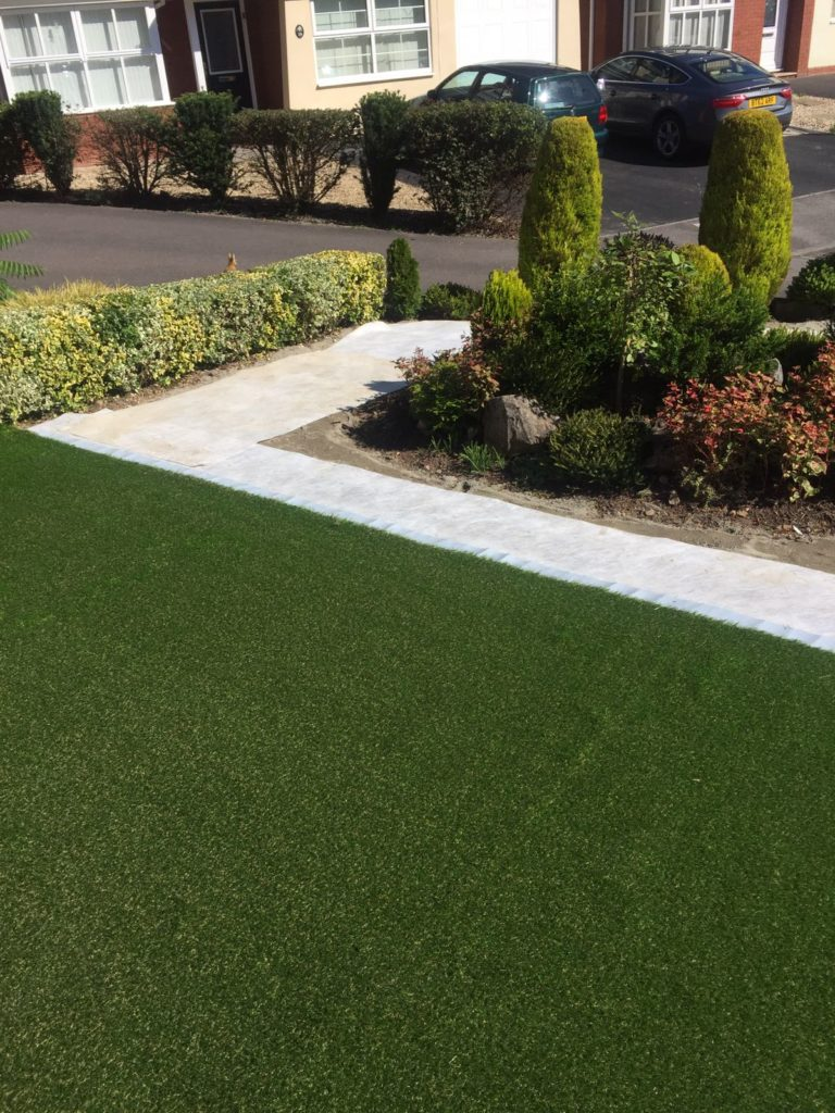 Vinca artificial grass installation